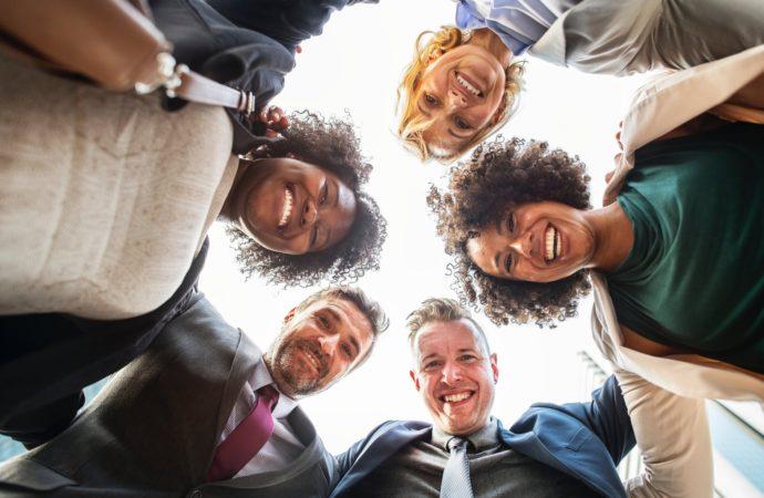 Skab glæde på arbejdspladsen med de rette firmagaver