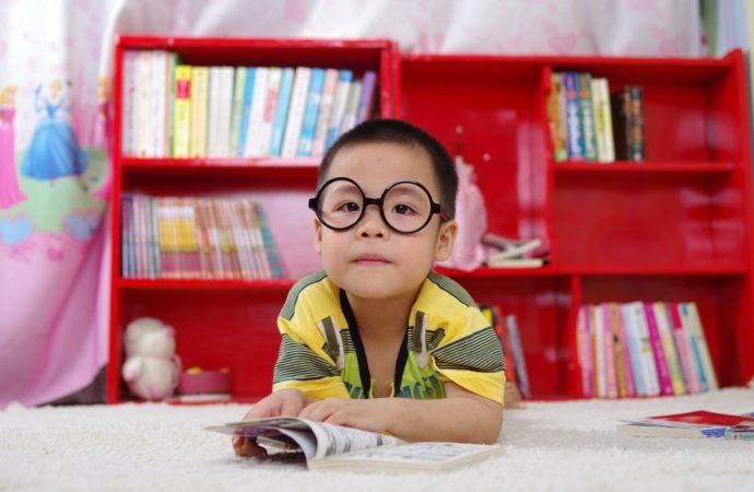 Sådan hjælper du bedst dit barn i en tilværelse med autisme eller ADHD